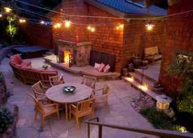 4-1-outdoor-garden-landscape-lighting-ideas-rope-string-holiday-lights-bulbs-fireplace-patio-big-sofa-seating-area-dining-table-chairs-cozy