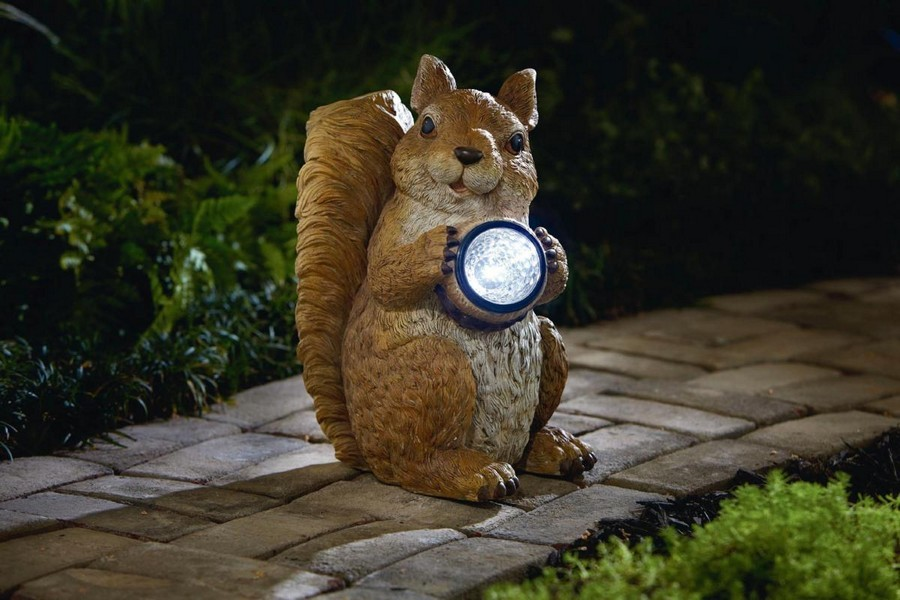 5-1-outdoor-garden-landscape-lighting-ideas-ornamental-lights-squirrel-lantern-statue