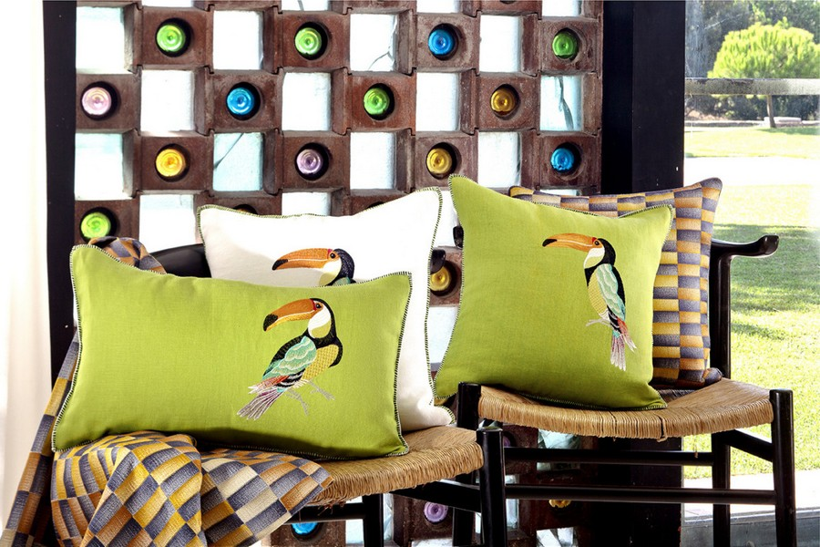 5-Yves-Delorme-Paris-France-new-collection-home-textile-summer-2017-zazy-tropical-bird-pattern-decorative-couch-throw-pillow-green-orange-blue-brights-colors