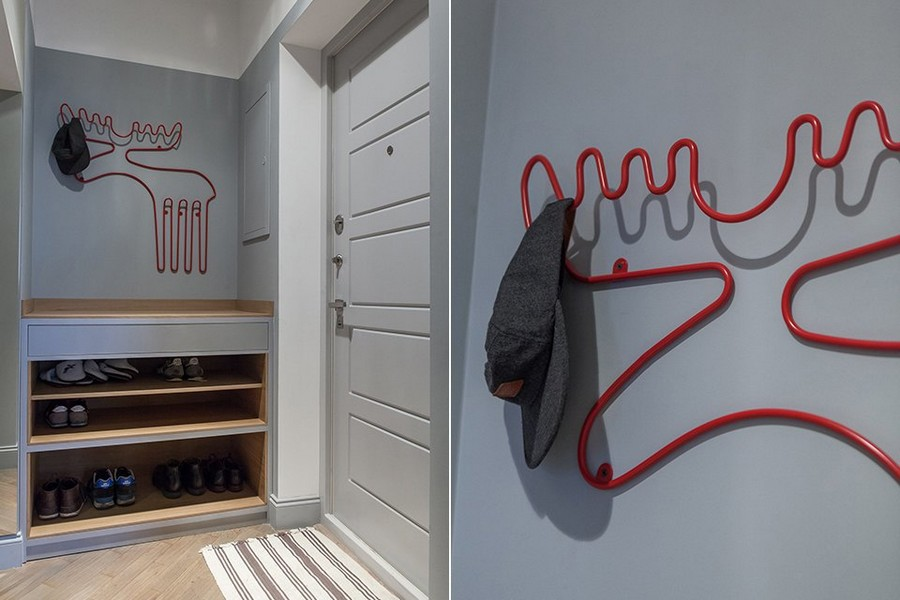 6-3-small-entry-room-hallway-interior-design-gray-walls-stripy-door-mat-entrance-door-red-deer-shaped-hat-rack-shoe-rack-wooden