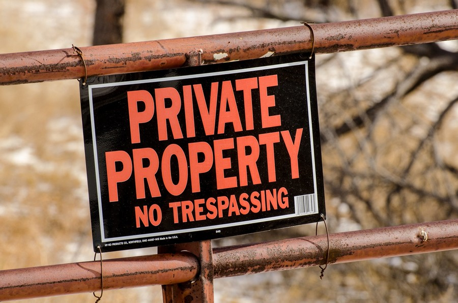 0-Eviction-of-Travellers-private-property-no-trespassing-sign-board-violation-of-property-tort-of-trespass