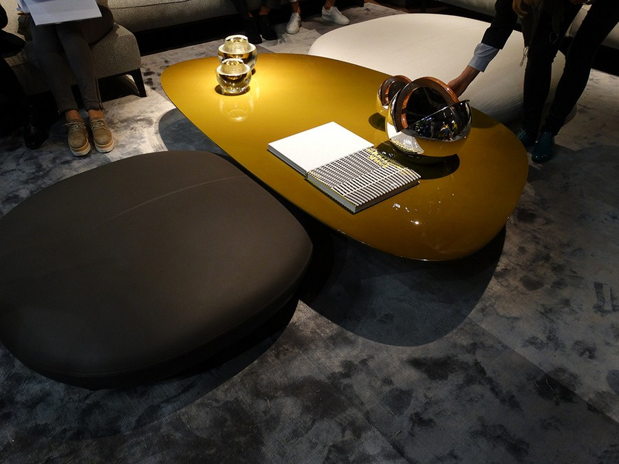 1-2-Giorgetti-new-collection-of-contemporary-style-furniture-at-Salone-de-Mobile-Exhibition-Milan-2017-glossy-green-glass-asymmetrical-coffee-table