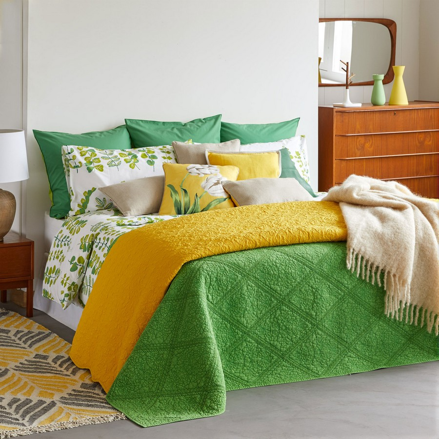 1 2 Leaf Print Green And Yellow Bed
