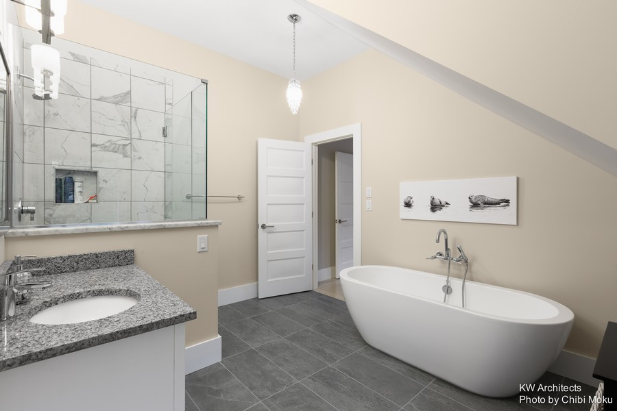 10-contemporary-style-interior-design-beige-gray-and-white-bathroom-big-acrylic-bathrub-oval-marble-wall-tiles-shower-cabin-walk-in