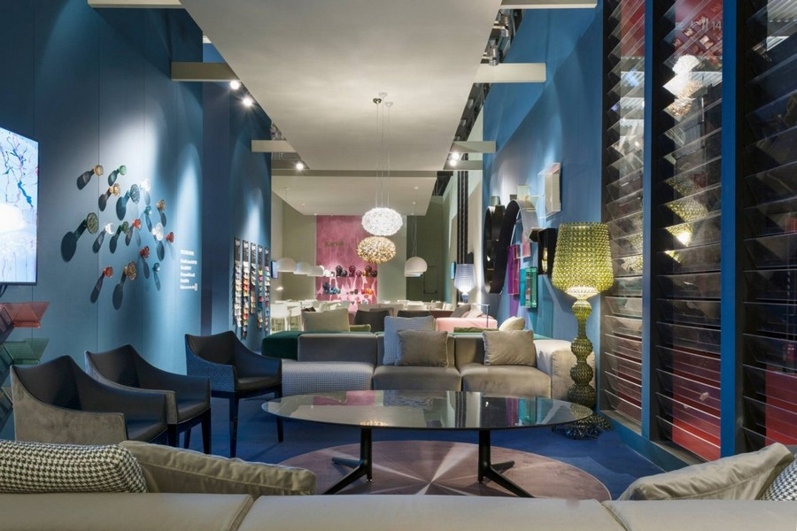 3-2-Kartell-new-collection-of-contemporary-style-furniture-at-Salone-de-Mobile-Exhibition-Milan-2017-blue-arm-chairs-coffee-table-sofas-living-room-interior-design-green-floor-lamp