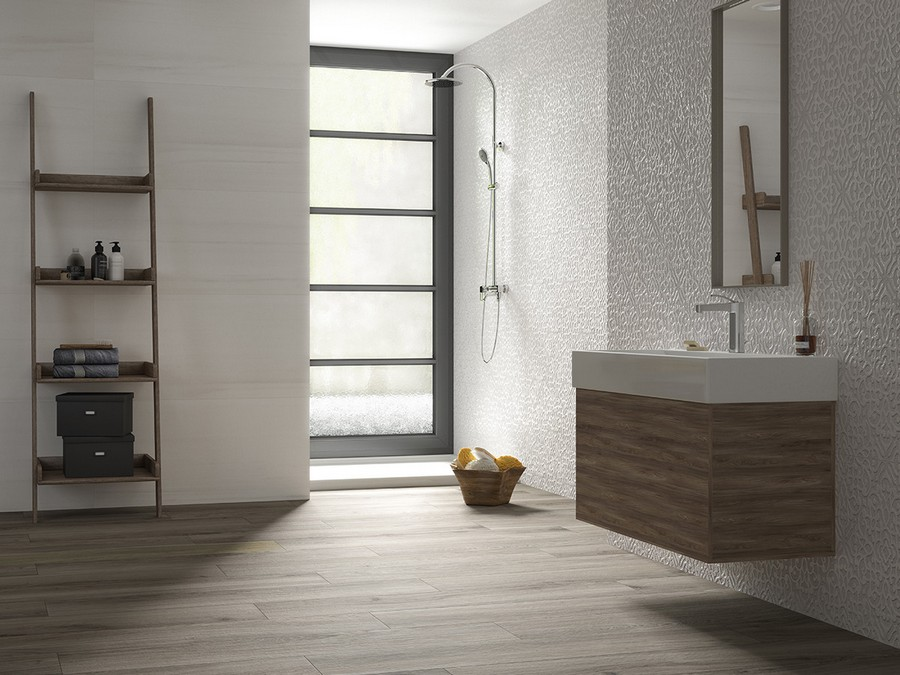 4-2-ceramic-tiles-in-bathroom-interior-design-faux-wood-Saloni-brand-collection-2017