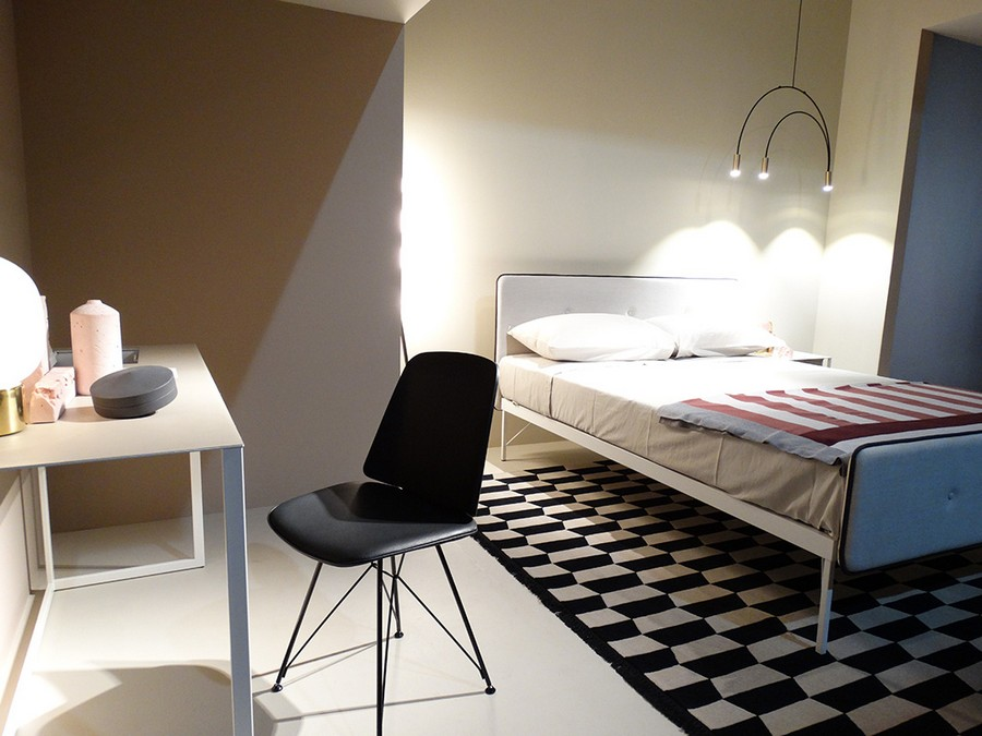 6-2-Zanotta-new-collection-of-contemporary-style-furniture-at-Salone-de-Mobile-Exhibition-Milan-2017-bedroom-interior-design-stripy-bedspread-bed-cover-geometrical-black-and-white-rug-dressing-table-chair