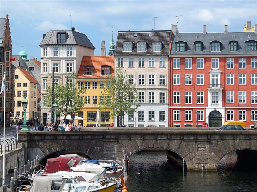 0-Copenhagen-Denmark-bright-colored-painted-Scandinavian-houses-architecture-river-embankment-red-yellow-white