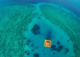 0-Manta-Resort-hotel-Tanzania-Pemba-Island-underwater-under-the-sea-room-floating-house-coral-reef