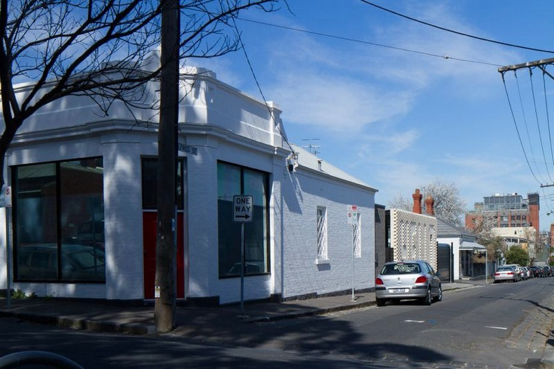 0-quiet-street-in-Melbourne-suburbs-Australia-white-brick-buildings-low