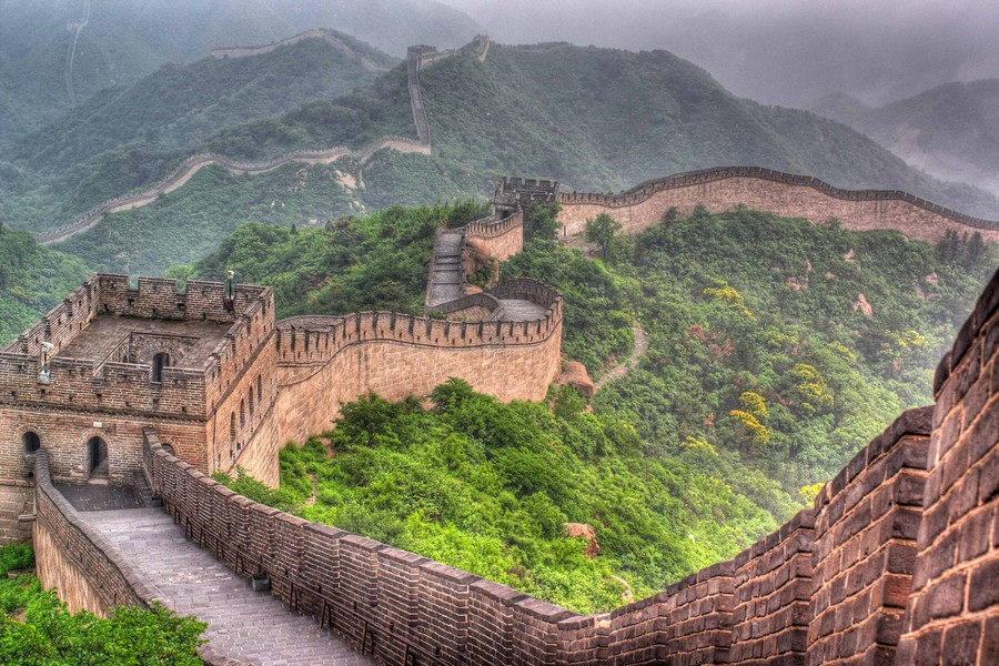 0-the-Great-Wall-of-China-beautiful-view-panoramic-green-hills-mist