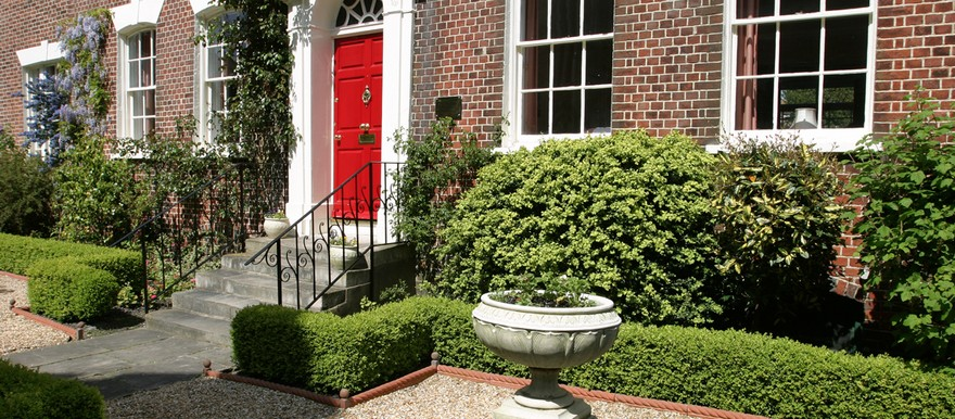 00-brick-house-red-door-porch-stairs-white-sash-windows