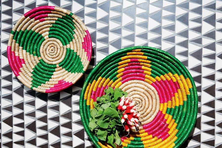 1-multi-colored-wicker-bowls-serving-dishes-sea-grass-hand-made-UK-habitat-Dawi-collection-summer-mood-eco-friendly-tableware-green-yellow-beige-pink-ethnic-flower-pattern