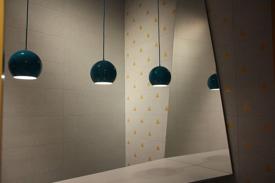 11-7-ceramic-tiles-in-interior-design-Vives-brand-collection-2017-contemporary-style-gray-floor-tiles-with-brass-golden-motifs-inserts-suspended-lamps