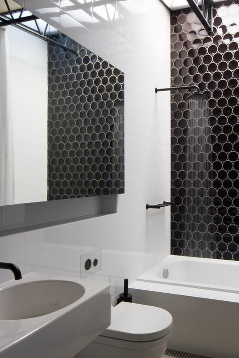 11-graphic-black-and-white-bathroom-interior-design-black-faucets-shower-head-honeycomb-wall-tiles-wash-basin-toilet-bathtub-mirrored-cabinet