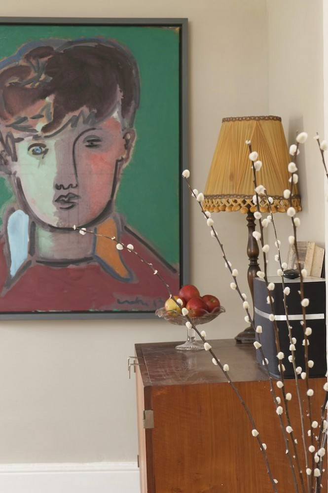 15-2-old-country-house-interior-design-vintage-style-kid's-portrait-chest-of-drawers-lamp-apple-vase-bowl-pussy-willow-branches