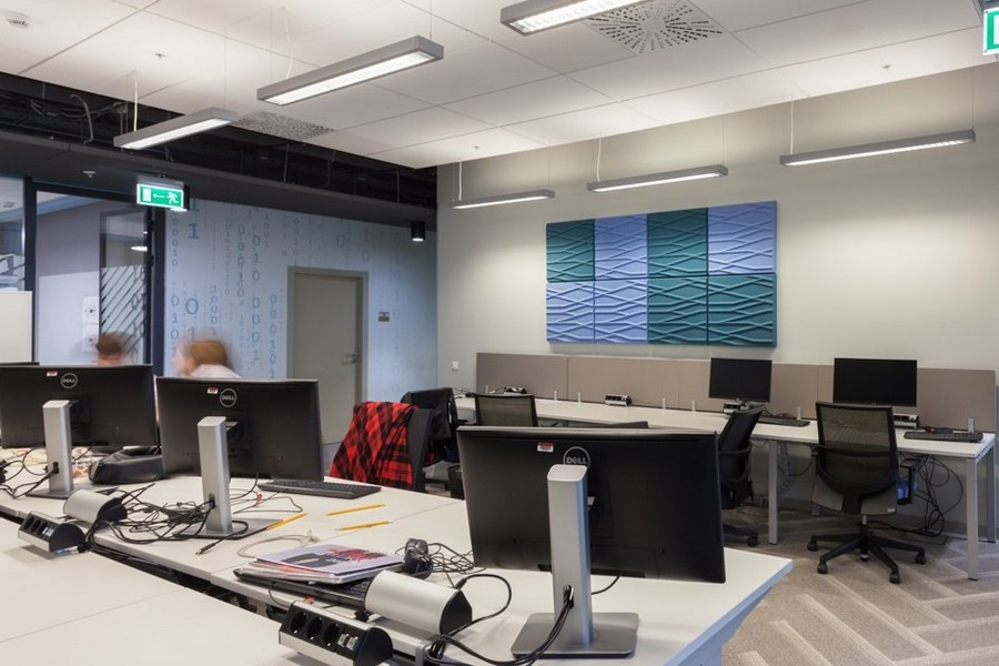 2-3-new-refreshed-renovated-Microsoft-office-headquarters-in-Moscow-interior-design-long-computer-desks-wheeled-chairs-herringbone-patterm-floor-blue-wall-mural-3D-wavy-pattern