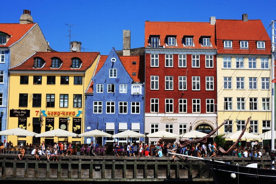 2-Copenhagen-Denmark-bright-colored-painted-Scandinavian-houses-architecture-red-yellow-blue