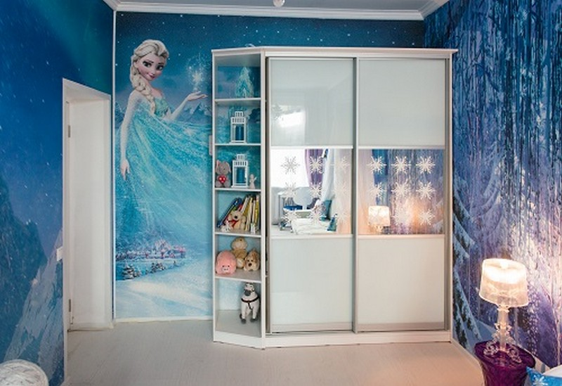 3-0-white-blue-purple-kid's-girl's-room-bedroom-interior-design-Frozen-film-built-in-closet-with-sliding-doors-vinyl-stickers-Elsa-wall-mural-covering-wallpaper-shelves-table-lamp