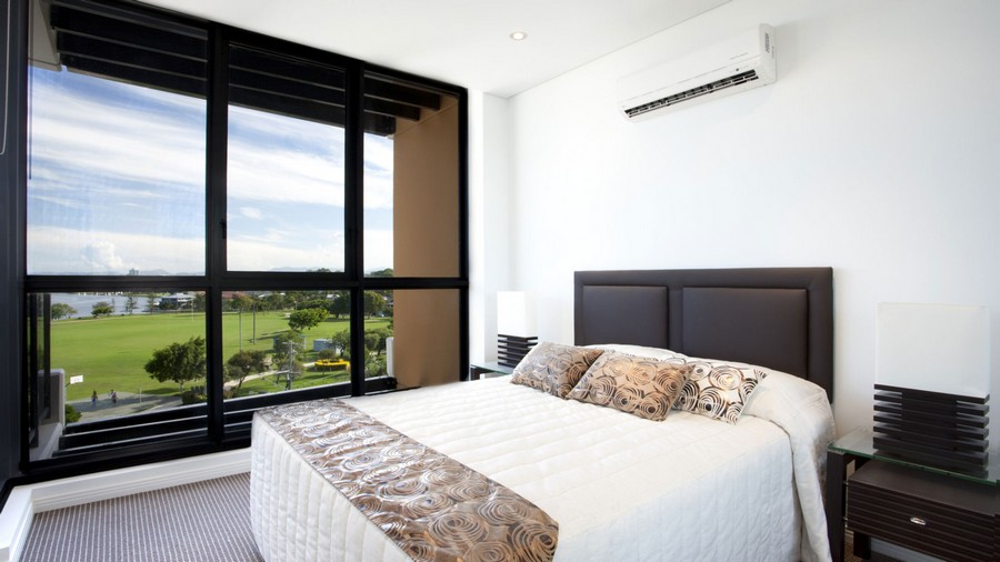 3-air-conditioner-in-the-bedroom-interior-design-minimalist-style-hotel-panoramic-windows-black-headboard-nightstands-double-bed