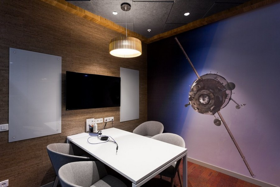 5-2-new-refreshed-renovated-Microsoft-office-headquarters-in-Moscow-interior-design-small-meeting-room-wall-mural-space-ship-TV-set-4-person-seat-table