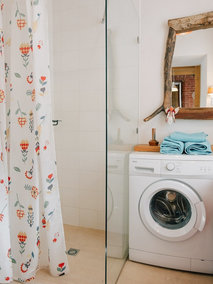 5-4-bathroom-interior-design-light-white-walls-folk-motifs-glass-walk-in-shower-curtains-laundry-washing-machine-blue-towels-wooden-mirror-decor-rustic-style