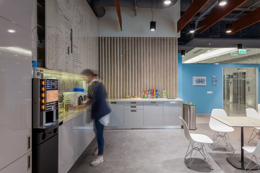 6-1-new-refreshed-renovated-Microsoft-office-headquarters-in-Moscow-interior-design-hub-kitchen-white-cabinets-coffee-machine-blue-wall-white-dining-chairs