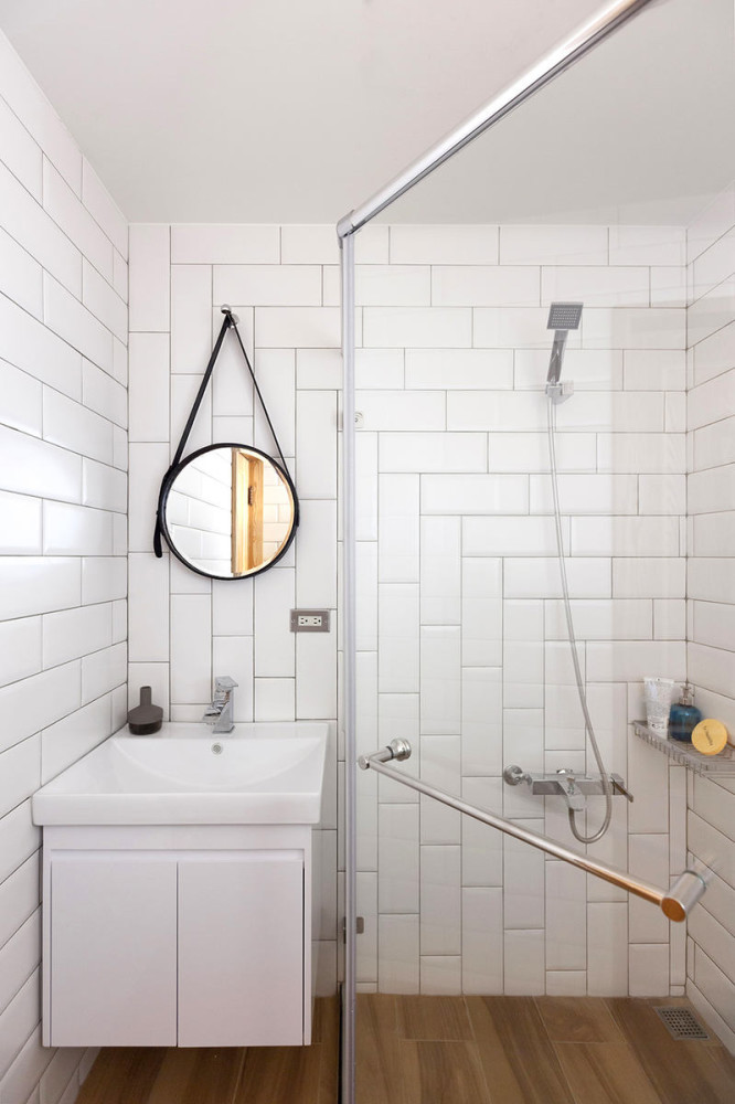 6-1-total-white-bathroom-interior-design-Taiwan-rectangular-wall-tiles-wall-mounted-vanity-unit-sink-round-mirror-on-leather-belt-glass-walk-in-shower