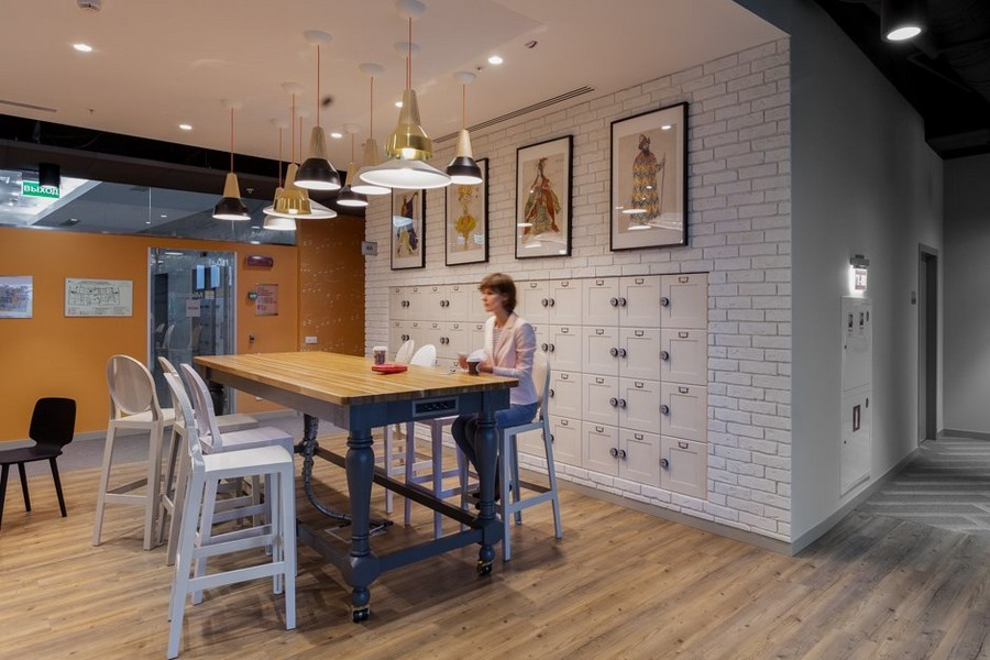 6-2-new-refreshed-renovated-Microsoft-office-headquarters-in-Moscow-interior-design-dining-zone-area-bar-table-white-stools-faux-brick-wall-pendant-lamps
