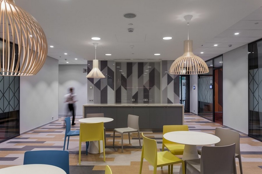 6-5-new-refreshed-renovated-Microsoft-office-headquarters-in-Moscow-interior-design-dining-area-zone-geometric-pattern-floor-wall-beige-gray-yellow-accents-mismatched-chairs