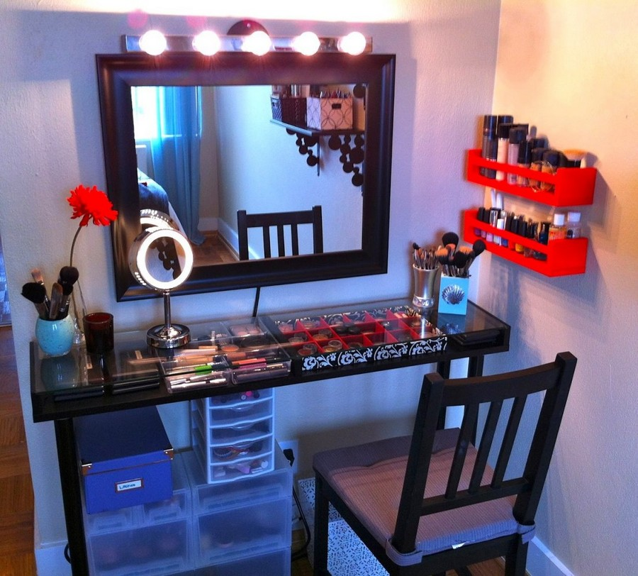 7-dressing-table-with-transparent-boxes-for-cosmetics-make-up-organizers