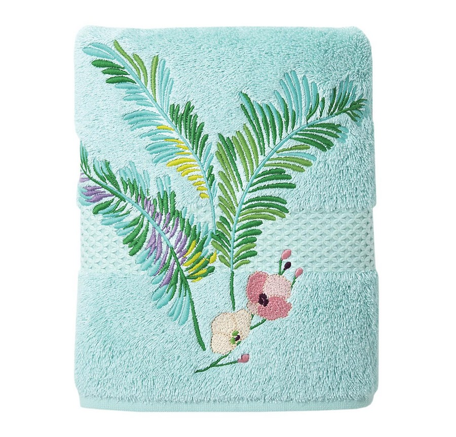 8-1-light-blue-Embroidered-Evasion-bath-towel-by-Yves-Delorme-beautiful-home-textile-decor-accessories-summer-2017