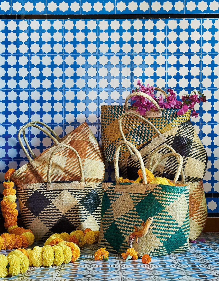9-wicker-storage-bags-multicolored-hand-made-by-IKEA-JASSA-collection-sea-grass-woven-eco-friendly-designed-by-Iina-Vuorivirta