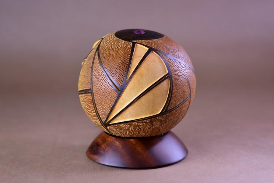 Calabarte-table-lamp-rivia-1-handmade-carved-hand-crafted-light-by-Przemek-Krawczyński-Poland -from-natural-materials