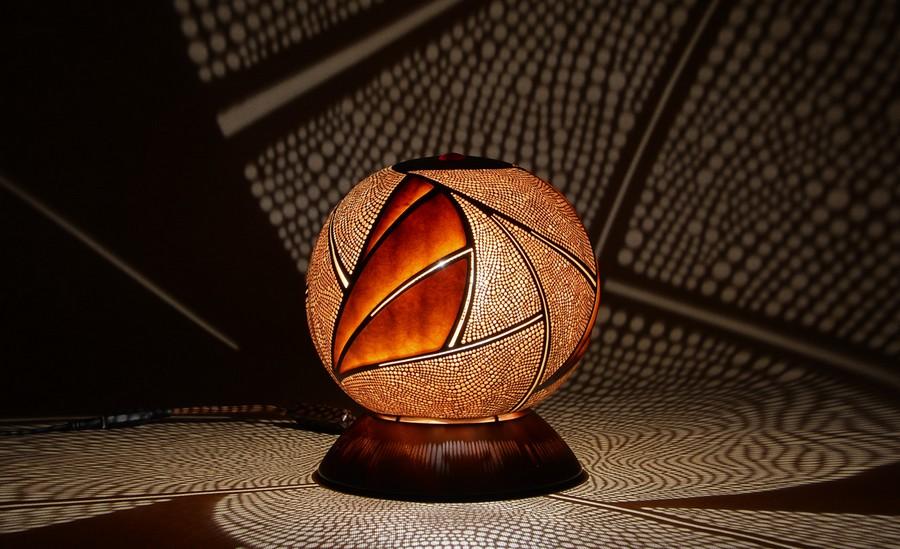 Calabarte-table-lamp-rivia-5-handmade-carved-hand-crafted-light-by-Przemek-Krawczyński-Poland -from-natural-materials