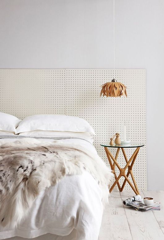 0-1-light-neutral-bedroom-interior-headboard-fur-blanket-bedside-table-geometrical-legs-pendant-floral-lamp