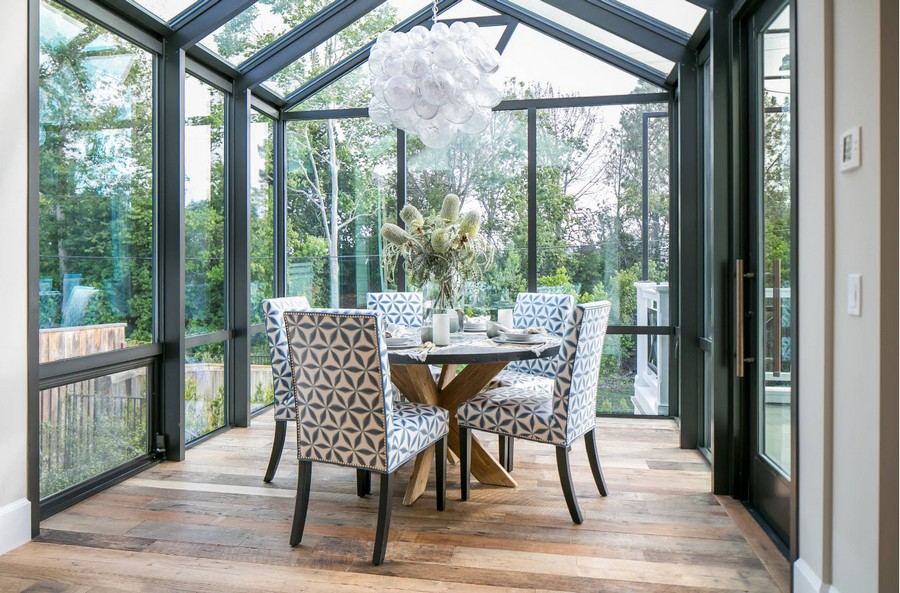 0-dining-room-area-interior-design-ideas-glass-glazed-terrace-verandah-panoramic-windows-stylish-geometrical-pattern-chairs-round-wooden-table