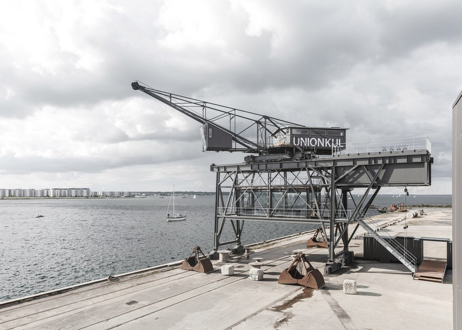 1-1-remade-reconstructed-ex-harbor-crane-apartment-in-Copenhagen-in-sea-port