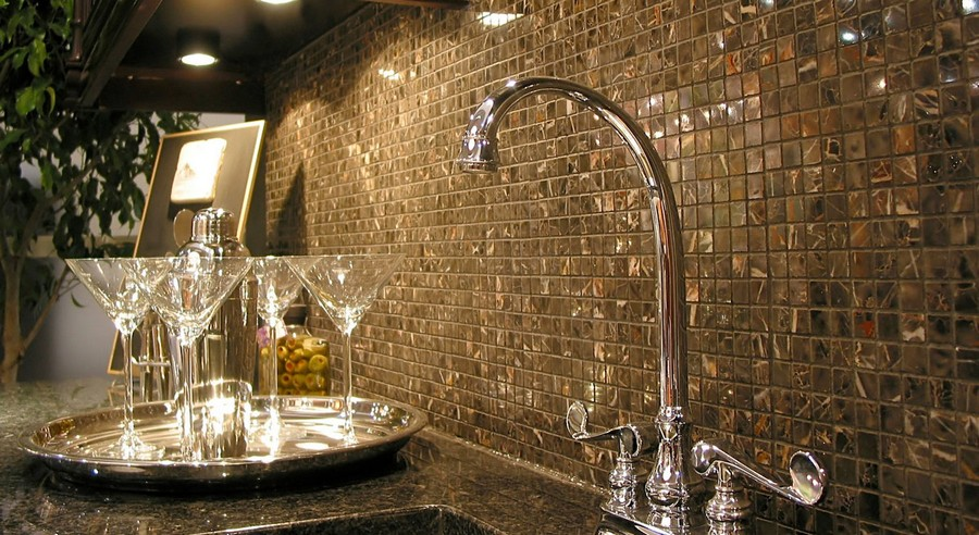 1-original-creative-kitchen-backsplash-ideas-in-interior-design-golden-mosaic-wall-tiles-glossy