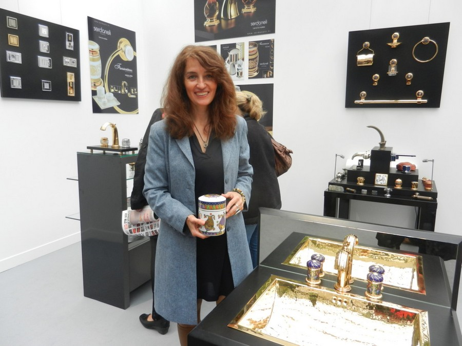 10-Vassilissa-bathroom-collection-Serdaneli-France-in-Russian-style-accessories-by-Evgenia-Miro-gold-dark-blue-folk-motifs-luxurious-sink-wash-basin-faucet-boxes-exhibition