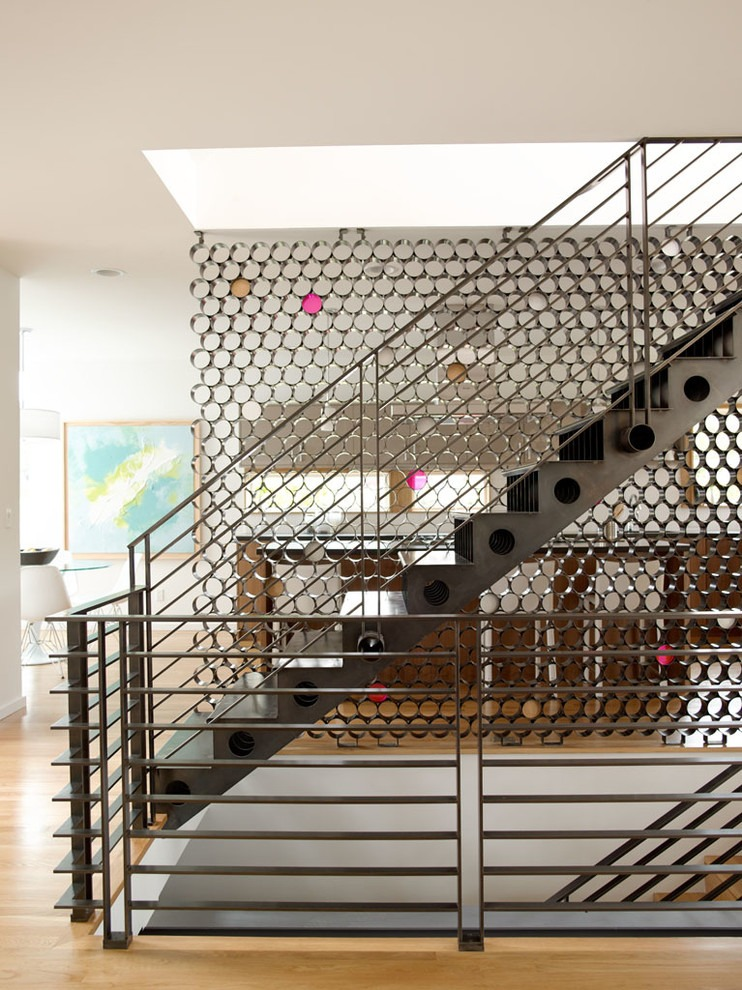 2-2-metal-staircase-stairs-loft-style-interior-brutal
