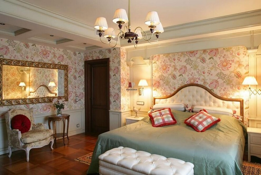 2-English-style-bedroom-interior-design-capitone-bed-upholstered-floral-wallpaper-sconces-white-ottoman-bedside-tables-arm-chair-mirror-coffee-table