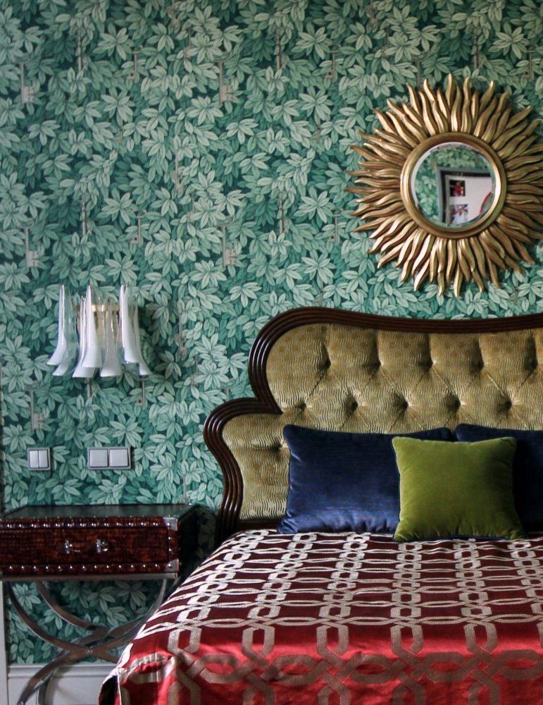 3-2-contemporary-style-bedroom-interior-design-sun-burs-mirror-copper-upholstered-bed-brown-headboard-green-eco-style-wallpaper-nightstand-sconce-wall-lamp-red-bed-cover
