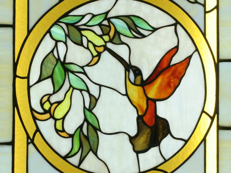 4-1-beautiful-amazing-stained-glass-in-interior-design-by-Tiffany-humming-bird