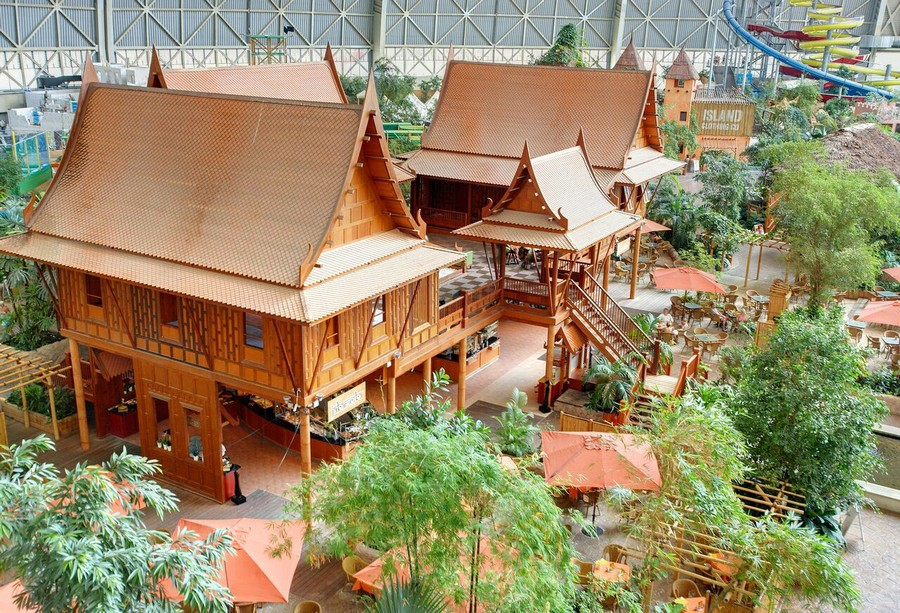4-2-das-tropical-island-resort-germany-indoor-water-park-thailand-thai-huts-houses-bar-restaurant