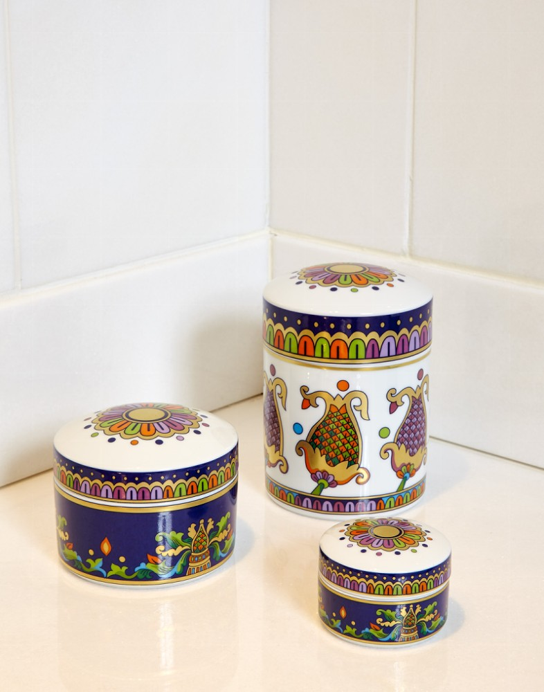 4-Vassilissa-bathroom-collection-Serdaneli-France-in-Russian-style-accessories-by-Evgenia-Miro-gold-dark-blue-folk-motifs-luxurious-boxes-porcelain-china