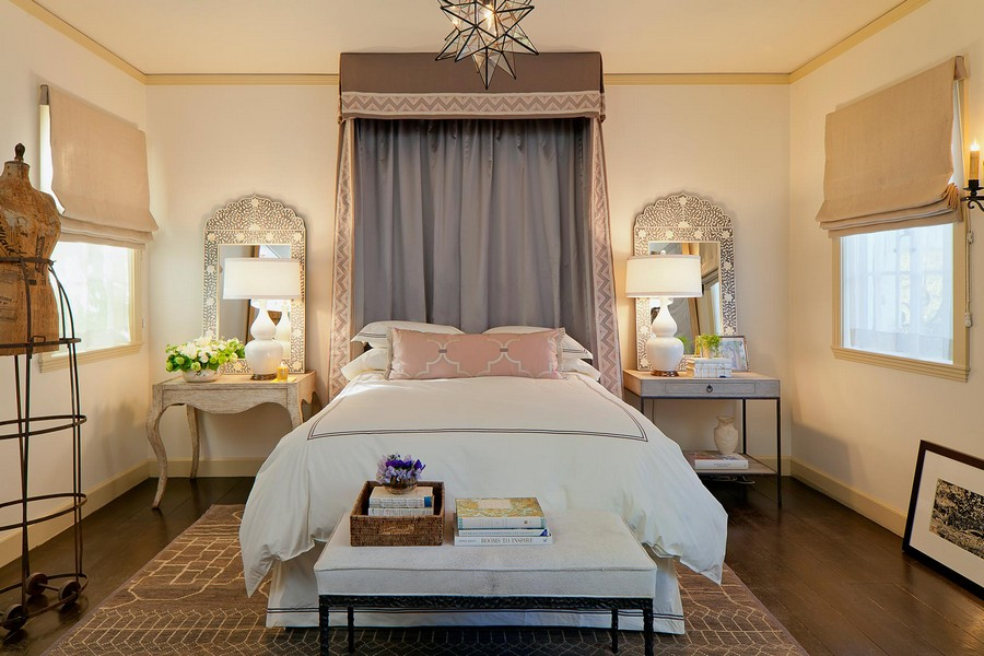 7-mismatched-nightstands-beige-eclectic-style-bedroom-interior-beautiful-mirror-frames-dlowers-roman-blinds-mannequin-bedside-bench-ottoman-carpet