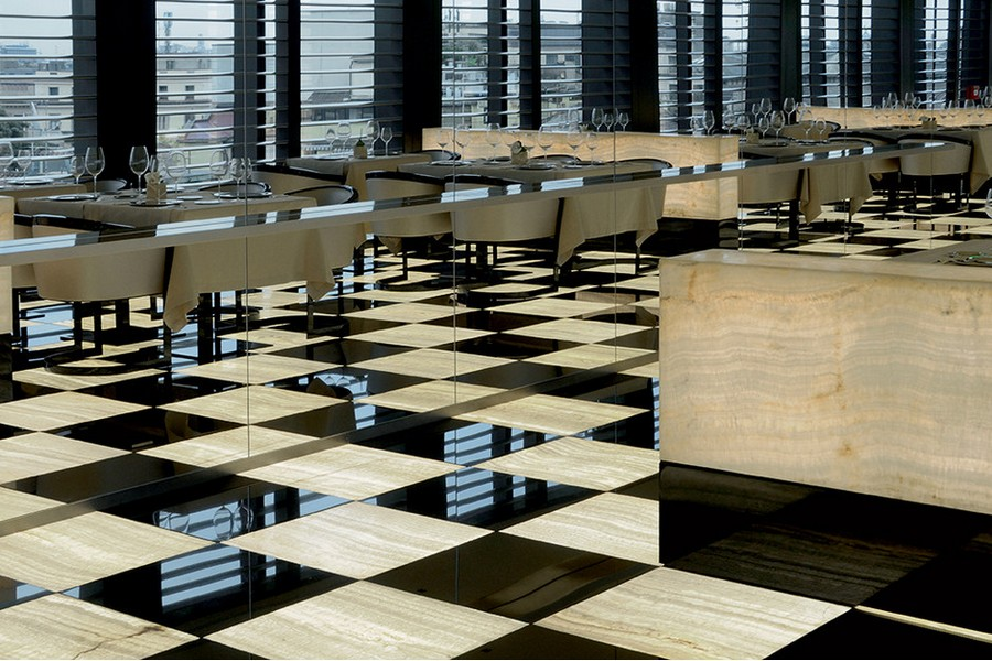 9-2-Giorgio-Armani-Hotel-Milan-luxurious-interior-design-restaurant-black-and-white-floor-tiles-gray-furniture-dining-tables-sofas
