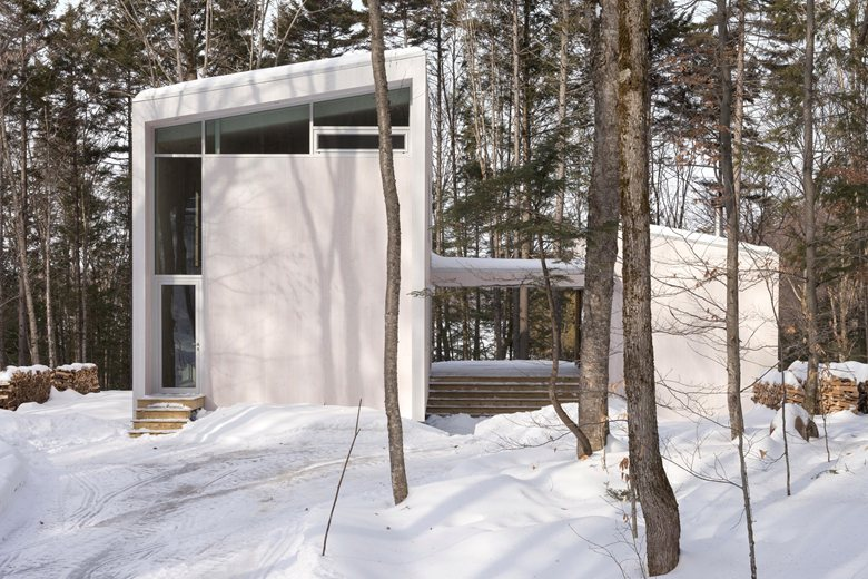 0-contemporary-minimalist-white-house-in-the-wood-winter-forest-Canada-two-floor-terrace-panoramic-windows