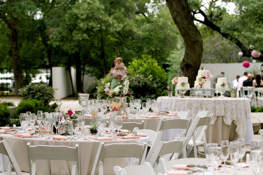 0-outdoor-wedding-in-the-garden-decoration-ideas-beautiful-decor-round-tables-white-chairs-flowers